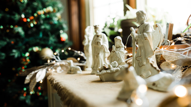 Use this guide when you want to do some Christmas decorating on a budget.